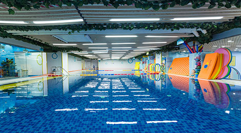 酷游亲子游泳馆泳池正面