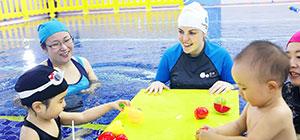 酷游教练教亲子游泳