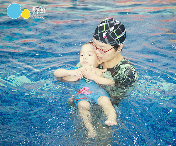 <a href='http://www.coolswimming.cn/' target='_blank'><u>亲子游泳</u></a>
