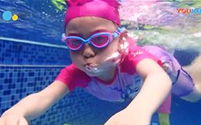 你最担心的亲子游泳其实是最科学的