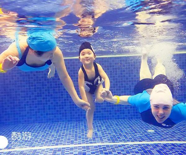 5-10岁儿童水下游泳