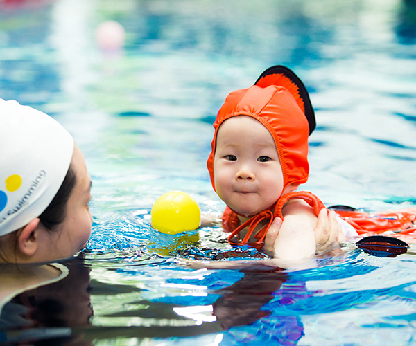 酷游婴儿游泳课程瞬间